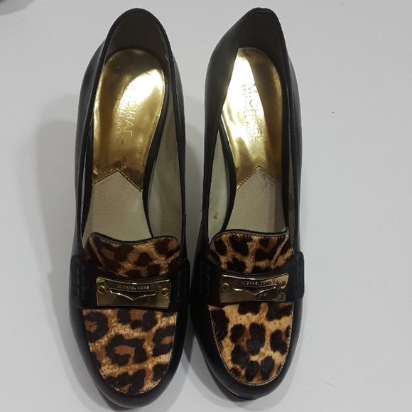 5017d61de96 Michael Kors black leather animal print loafers. M 5ab34be68290afcc70edc2a4
